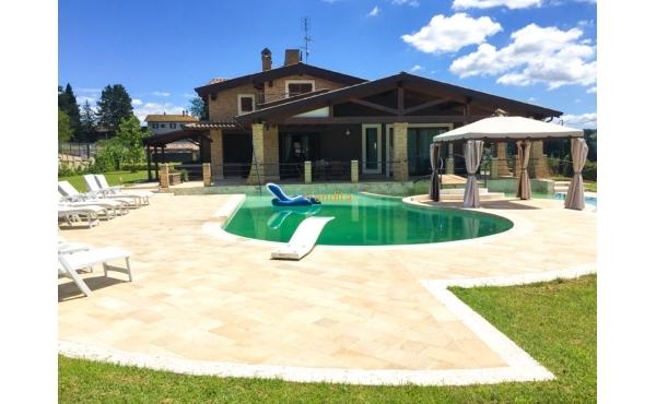 Villa moderna con piscina in vendita a Perugia