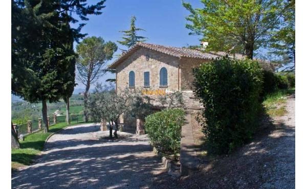 Casale in posizione panoramica ad Assisi