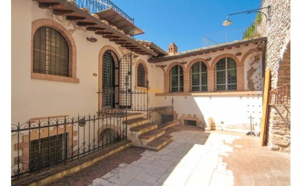 Casa semi indipendente in vendita nel centro di Assisi