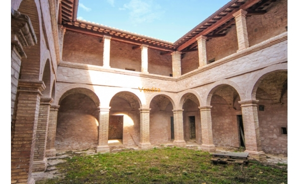 Complesso immobiliare in vendita a Bevagna