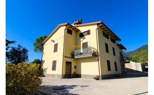 Casa indipendente in vendita ad Assisi