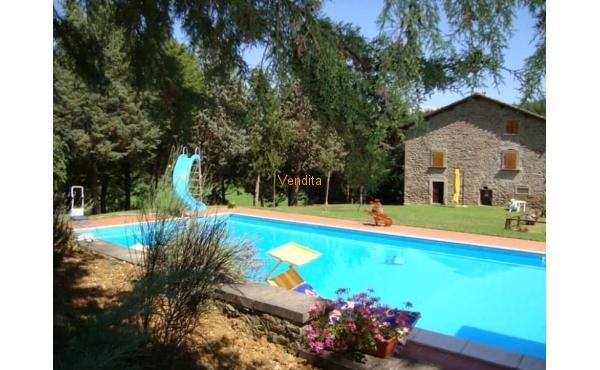 Tenuta con piscina in vendita in Toscana