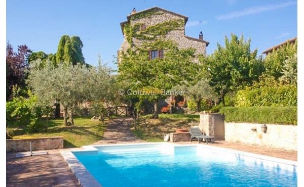 Castello medievale con piscina in vendita a Todi