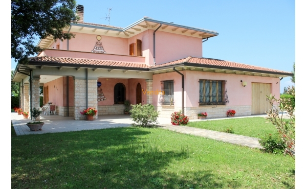 Villa con annesso in vendita a Spello