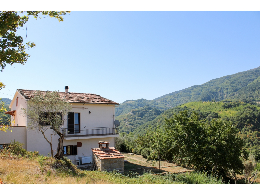 Casa indipendente ad assisi immobiliare assisi for Soggiorno ad assisi