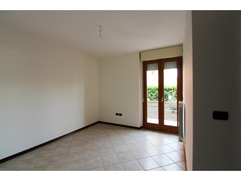 Bilocale con giardino a bastia umbra immobiliare assisi for Appartamento di 600 metri quadrati con 2 camere da letto