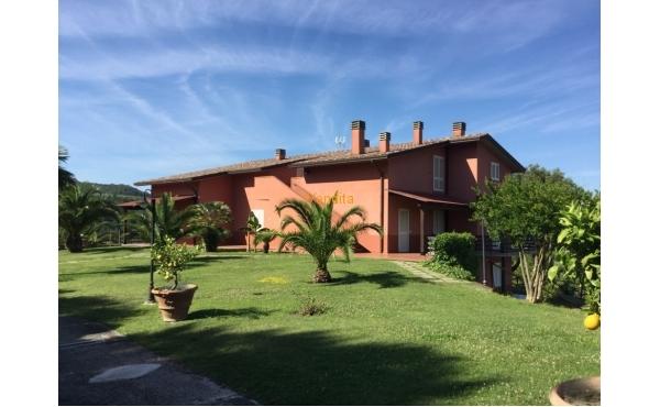 Villa con piscina a Torgiano