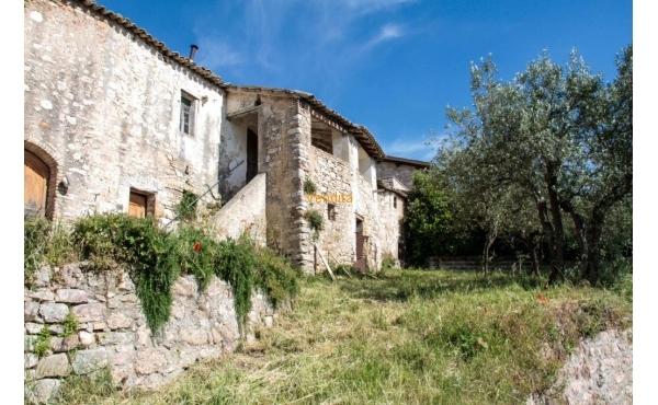 Casale da ristrutturare ad Assisi