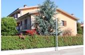 129693, Villa capotesta con giardino
