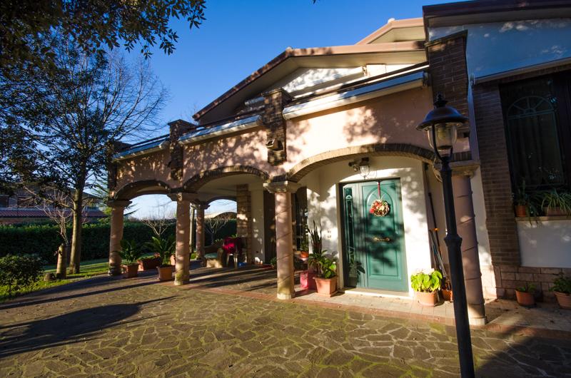 Villa in vendita a bastia umbra loc madonna di campagna for 6000 piedi quadrati a casa